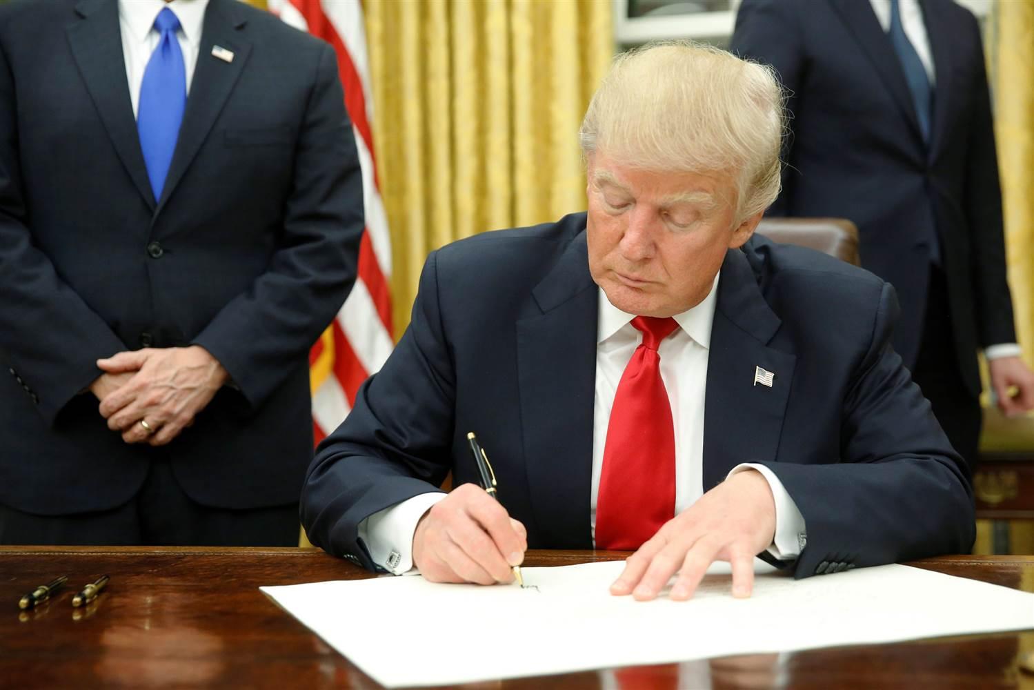 Donald Trump aláírja a törvényt az Oroszország, Irán és Észak-Korea elleni szankciókról