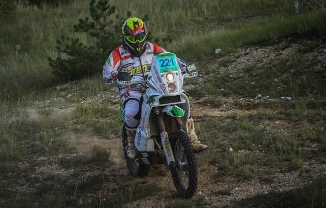 Hungaian Baja - Műszaki hiba miatt kiállni kényszerült a Dakar-versenyző!