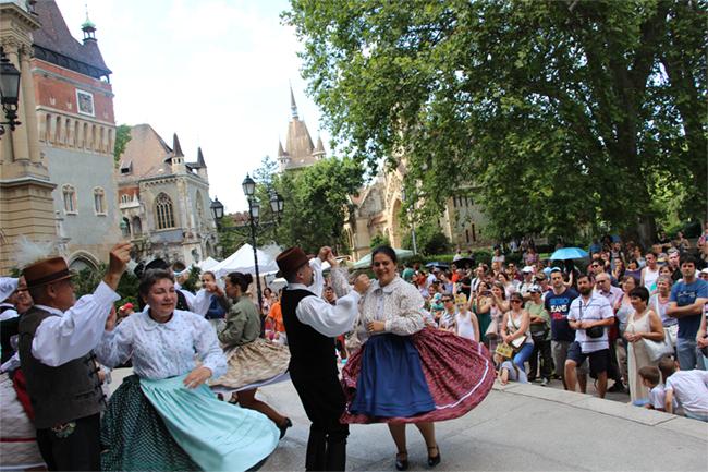 Kun hagyományok kulturális fesztiválja a Vajdahunyadvárban