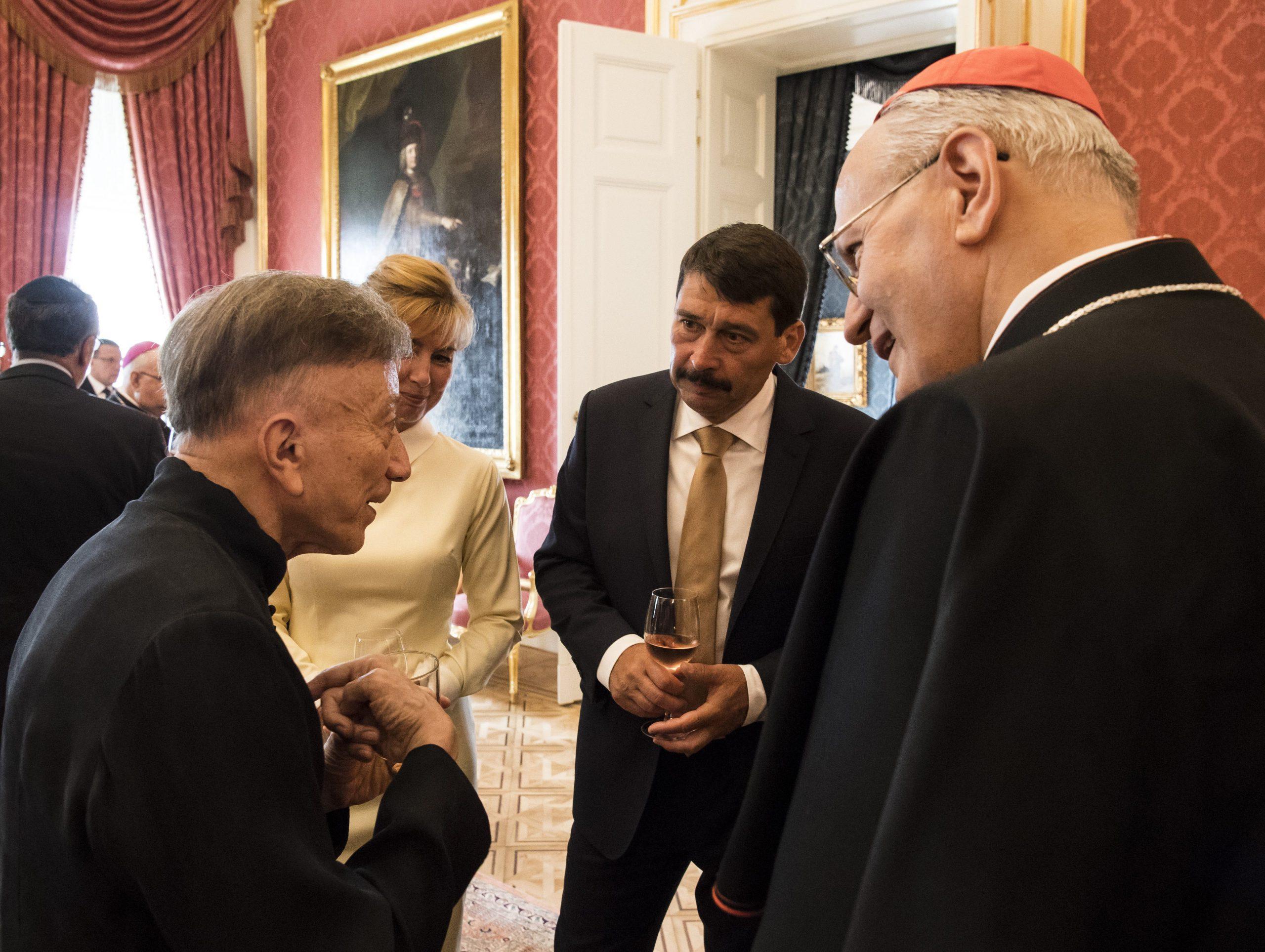 Erdő Péter és Vásáry Tamás vehette át a Szent István Rend díjat