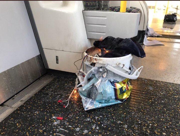 Robbanás a londoni metróban