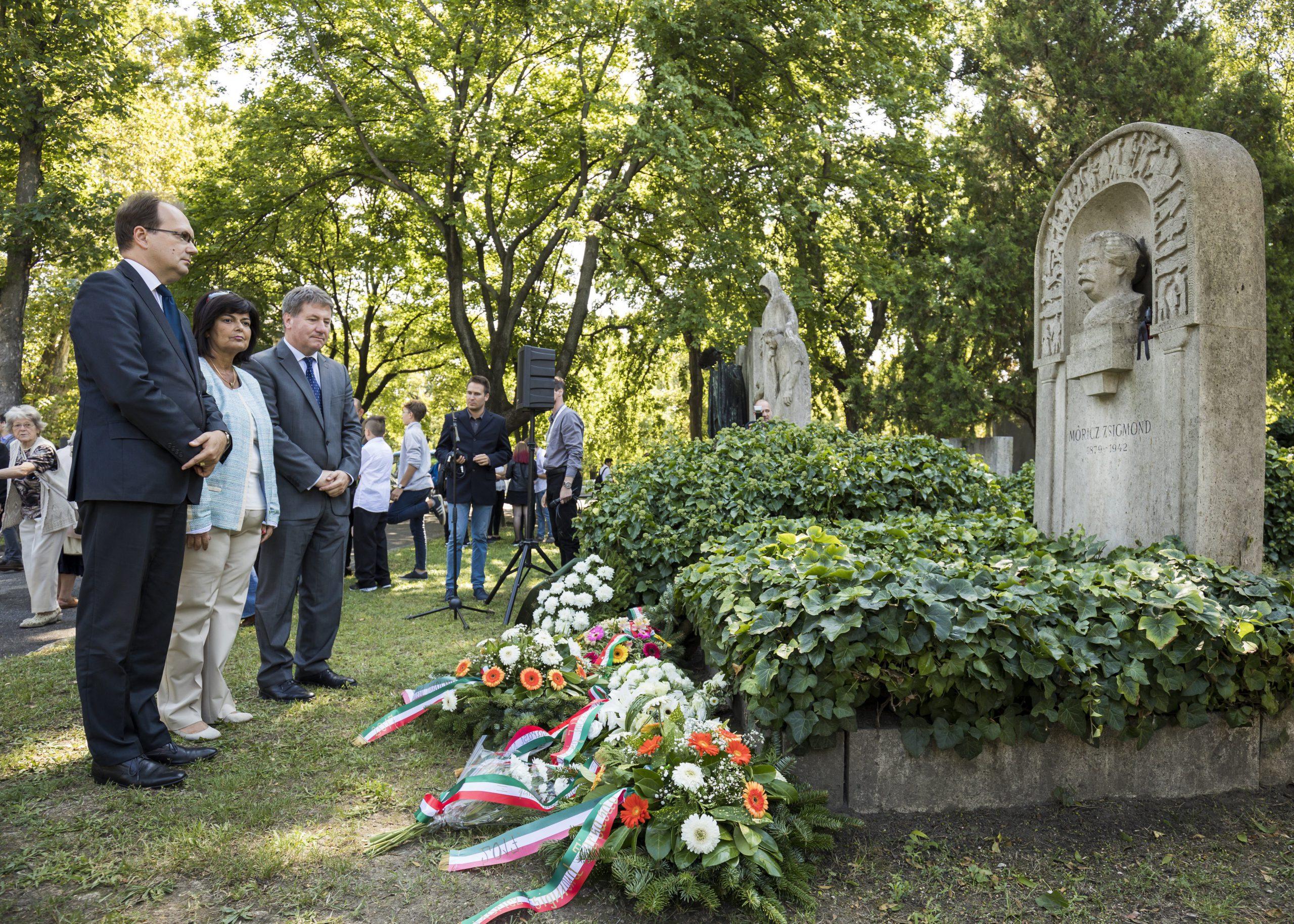 A hetvenöt éve elhunyt Móricz Zsigmondra emlékeztek Budapesten