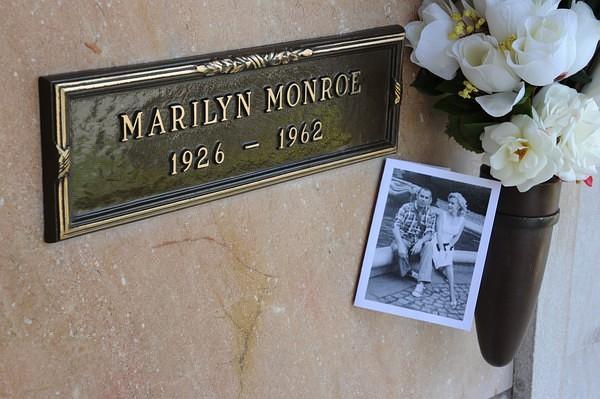 A Playboy első címlaplánya, Marilyn Monroe mellé temetik Hugh Hefnert