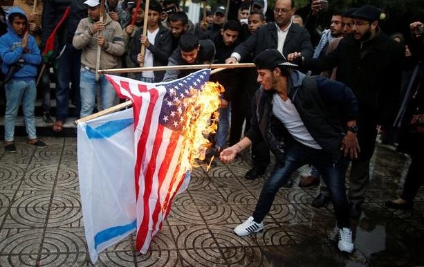 Palesztinok Trump döntése után