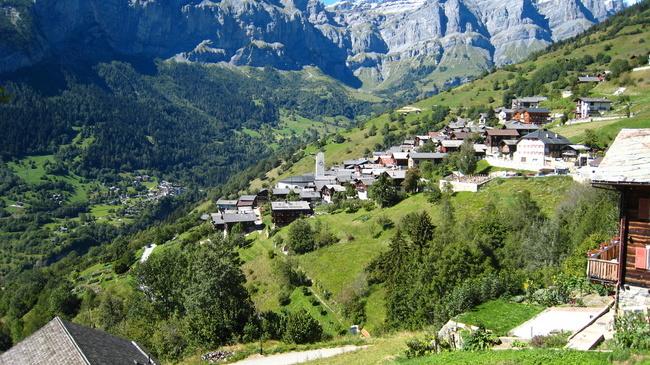 Pénzzel toborozna új lakókat egy svájci falu