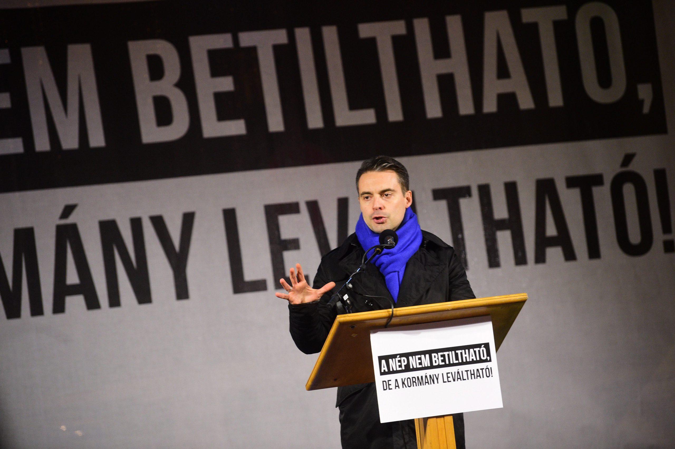 A Fidesz-székház előtt tüntetett a Jobbik