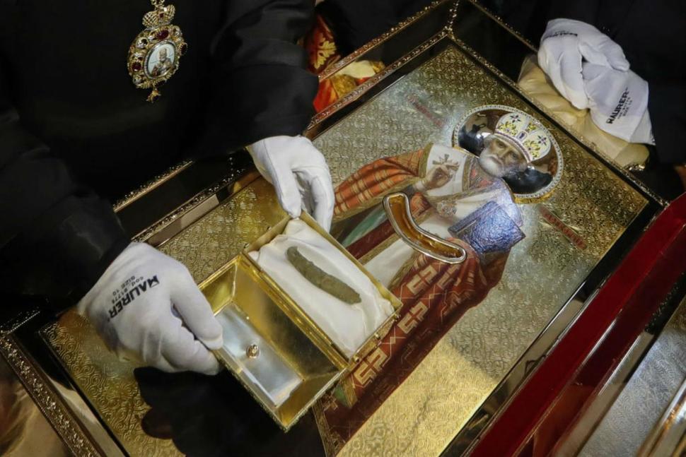 Szent Miklós korából származik egy neki tulajdonított csonttöredék