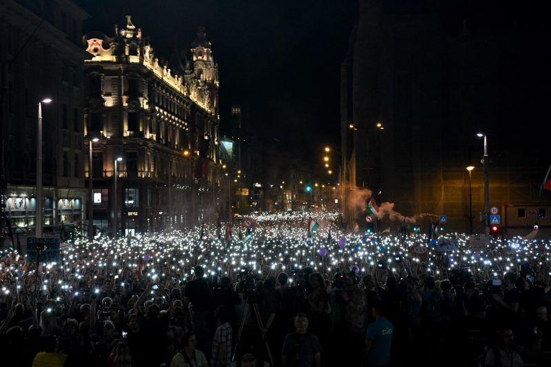 Egységes ellenzéki összefogást sürgettek a fővárosi tüntetés szónokai