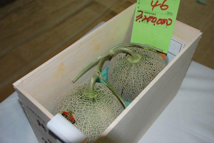 Rekordáron kelt el két dinnye Japánban