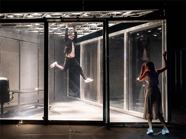 Vígszínház: meztelenkedés a Hamlet -ben