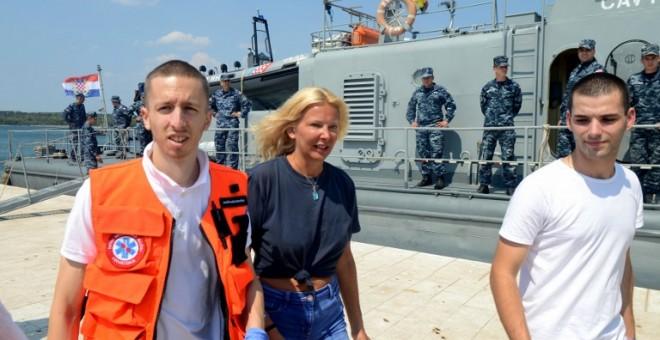 Megmentettek egy hajóból kiesett nőt, aki 10 órát töltött az Adriai-tengerben