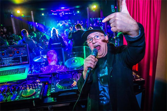 33 év után újra a Metro Klubban Arató András