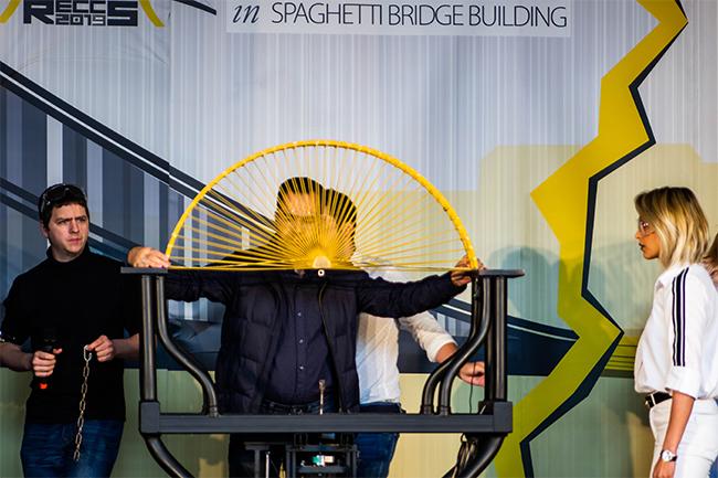 Nem dőlt meg a magyar világcsúcs a RECCS Tésztahíd-építő Világbajnokságon