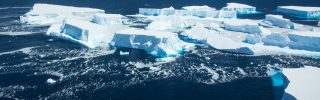 Tovább törik az Atlanti-óceánon sodródó jéghegy